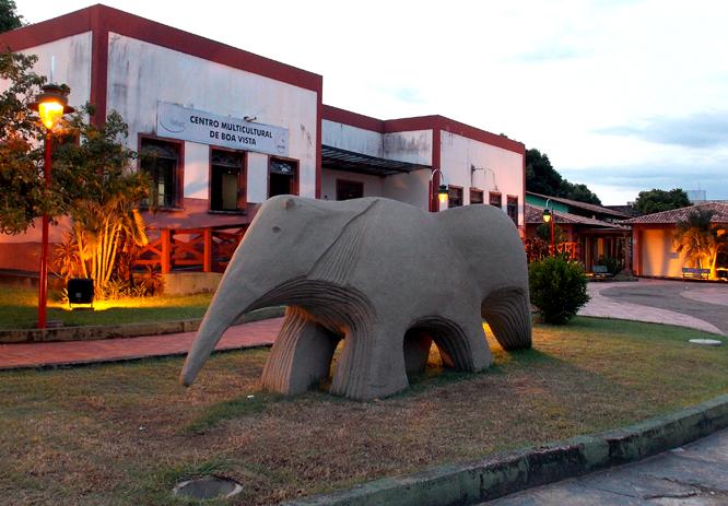 Monumento-Tamanduá-Bandeira