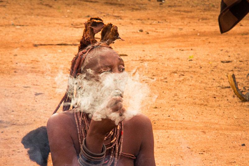 Tribo Himba, próximo a Kamanjab, Namíbia.